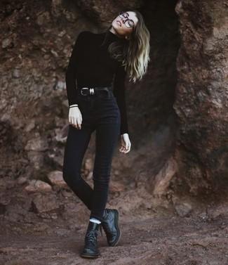 Come indossare e abbinare una cintura in pelle nera: Vestiti con un dolcevita nero e una cintura in pelle nera per le giornate pigre. Stivali piatti stringati in pelle neri sono una valida scelta per completare il look.
