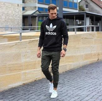 super popular 48698 5ff1e Look alla moda per uomo: Felpa con cappuccio stampata nera e ...
