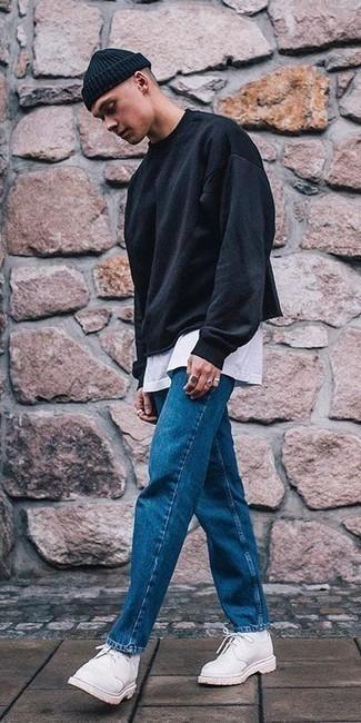 Come indossare e abbinare scarpe derby in pelle scamosciata bianche: Potresti abbinare una felpa nera con jeans blu per un pranzo domenicale con gli amici. Scegli uno stile classico per le calzature e mettiti un paio di scarpe derby in pelle scamosciata bianche.