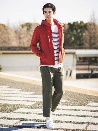 free shipping ddae1 b70f0 Come indossare e abbinare una giacca a vento rossa (13 foto ...