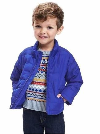 Come indossare e abbinare un maglione azzurro: