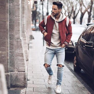 abbinare felpa college con giacca pelle