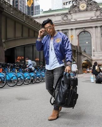 Come indossare e abbinare stivali chelsea in pelle scamosciata marroni: Una giacca college viola e jeans strappati grigio scuro sono un fantastico outfit da sfoggiare per il tuo guardaroba. Indossa un paio di stivali chelsea in pelle scamosciata marroni per un tocco virile.