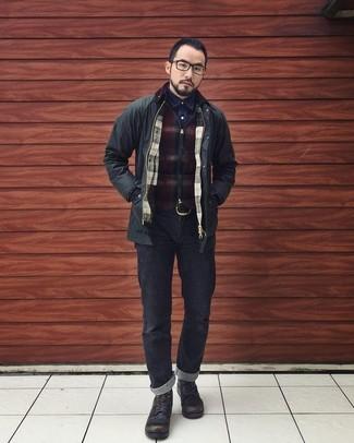 new styles 0bda9 a2308 Come indossare e abbinare una camicia blu scuro con jeans ...
