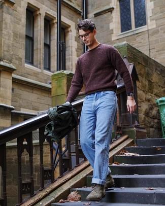 Come indossare e abbinare un maglione girocollo bordeaux: Indossa un maglione girocollo bordeaux con jeans azzurri per un outfit comodo ma studiato con cura. Stivaletti brogue in pelle scamosciata verde oliva daranno lucentezza a un look discreto.