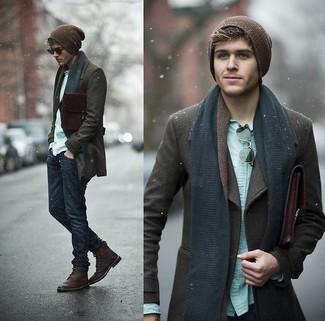 Perfeziona il look smart casual con una giacca da marinaio marrone scuro e jeans blu scuro. Questo outfit si abbina perfettamente a un paio di stivali casual in pelle bordeaux.