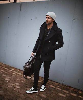 Come indossare e abbinare: giacca da marinaio nera, camicia a maniche lunghe scozzese grigio scuro, t-shirt girocollo nera, jeans aderenti neri