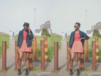 Look alla moda per donna: giacca da marinaio blu scuro canotta