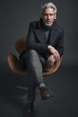 Trend da uomo 2020 quando fa freddo: Scegli un outfit composto da una giacca da marinaio nera e pantaloni eleganti grigi per una silhouette classica e raffinata Per un look più rilassato, calza un paio di scarpe brogue in pelle marroni.