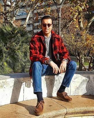 Trend da uomo 2020: Prova a combinare una giacca harrington a quadri rossa e nera con jeans blu per un pranzo domenicale con gli amici.