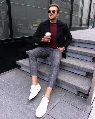 Come indossare e abbinare un maglione girocollo bordeaux: Abbina un maglione girocollo bordeaux con chino di lana a quadri grigi per affrontare con facilità la tua giornata. Sneakers basse in pelle bianche sono una interessante scelta per completare il look.