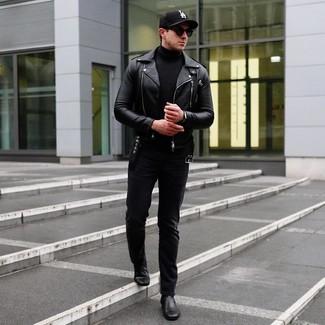Come indossare e abbinare: giacca da moto in pelle nera, dolcevita nero, jeans neri, stivali chelsea in pelle neri