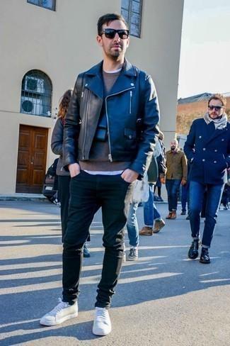 Come indossare e abbinare occhiali da sole neri: Per un outfit della massima comodità, metti una giacca da moto in pelle nera e occhiali da sole neri. Scegli uno stile classico per le calzature e prova con un paio di sneakers basse bianche.