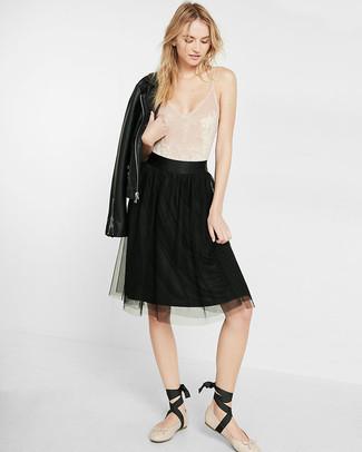 ... Look alla moda per donna  Giacca da moto in pelle nera 91a268c3487