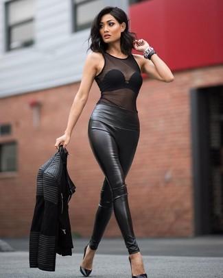 Una scelta semplice come una giacca da moto in pelle trapuntata nera e leggings in pelle neri può distinguerti dalla massa. Calza un paio di décolleté in pelle neri per mettere in mostra il tuo gusto per le scarpe di alta moda.