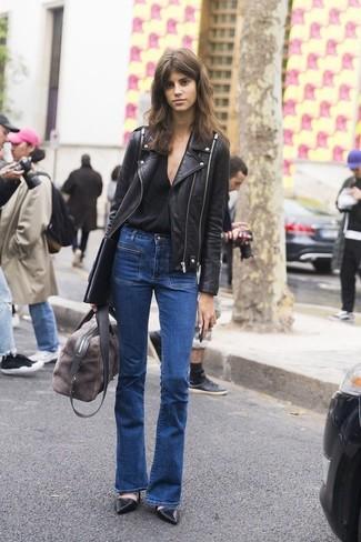 Una giacca da moto in pelle nera e un borsone sono un fantastico outfit da sfoggiare per il tuo guardaroba. Décolleté in pelle neri impreziosiranno all'istante anche il look più trasandato.