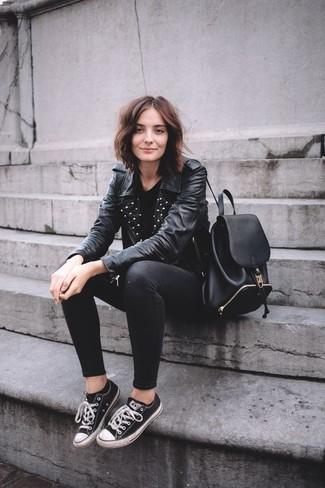 c0929971098a Look alla moda per donna  Giacca da moto in pelle con borchie nera ...