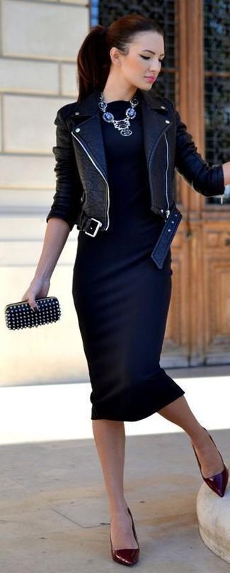 95376e83208e Pochette in pelle con borchie nera di RED Valentino Preferito Elimina dai  preferiti. Abbina una giacca da moto ...