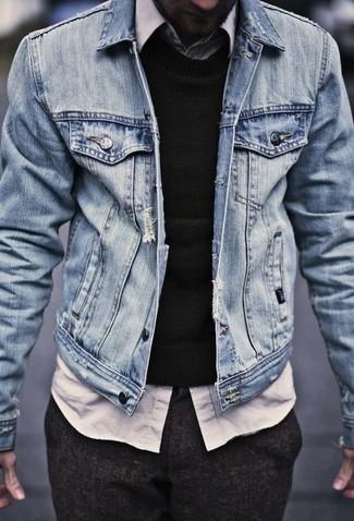b8906c2ca9 Look alla moda per uomo: Giacca di jeans azzurra, Maglione girocollo ...