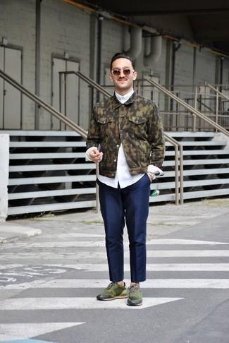 Come indossare e abbinare occhiali da sole marroni: Scegli un outfit composto da una giacca di jeans mimetica verde oliva e occhiali da sole marroni per un'atmosfera casual-cool. Ti senti creativo? Completa il tuo outfit con un paio di scarpe sportive verde scuro.