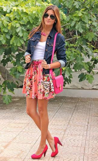 Look alla moda per donna: Giacca di jeans blu scuro, Canotta