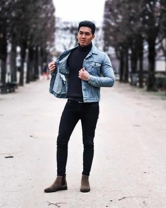 Trend da uomo 2020: Potresti abbinare una giacca di jeans azzurra con jeans aderenti neri per vestirti casual. Un bel paio di stivali chelsea in pelle scamosciata marroni è un modo semplice di impreziosire il tuo look.