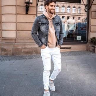 Come indossare e abbinare scarpe sportive grigie: Coniuga una giacca di jeans grigia con jeans strappati bianchi per un look comfy-casual. Se non vuoi essere troppo formale, scegli un paio di scarpe sportive grigie.