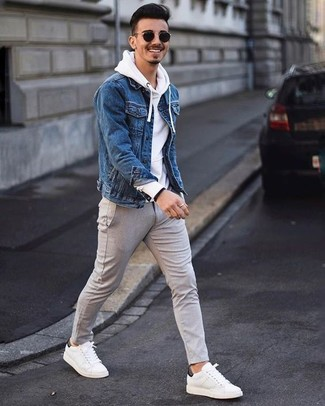 Look alla moda per uomo: Giacca di jeans blu, Felpa con