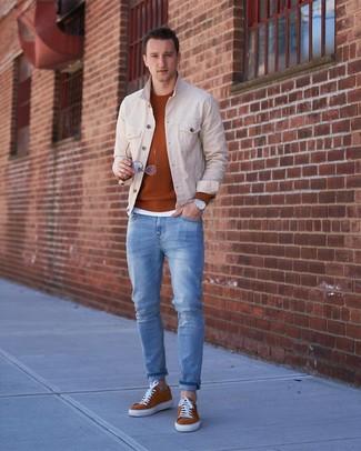 Come indossare e abbinare un maglione girocollo terracotta: Punta su un maglione girocollo terracotta e jeans azzurri per un outfit comodo ma studiato con cura. Sneakers basse in pelle scamosciata terracotta sono una gradevolissima scelta per completare il look.