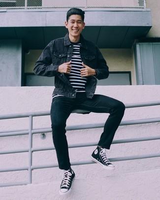 Moda uomo anni 30: Prova a combinare una giacca di jeans nera con jeans neri per un fantastico look da sfoggiare nel weekend. Scegli un paio di sneakers alte di tela nere e bianche per avere un aspetto più rilassato.