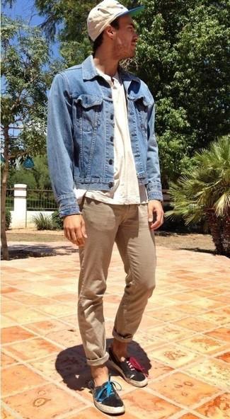 Quale scarpe da ginnastica di tela indossare con una giacca