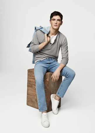8455b31dfc Look alla moda per uomo: Giacca di jeans azzurra, Serafino manica ...