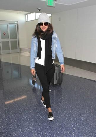 Abbina una giacca di jeans azzurra con un cuffia grigio per un outfit rilassato ma alla moda. Questo outfit si abbina perfettamente a un paio di sneakers senza lacci in pelle nere.
