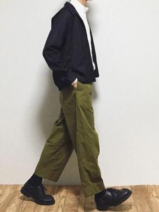 Come indossare e abbinare una giacca harrington nera: Indossa una giacca harrington nera e chino verde oliva per un fantastico look da sfoggiare nel weekend. Chukka in pelle nere sono una eccellente scelta per completare il look.