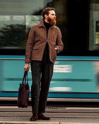 Come indossare e abbinare pantaloni eleganti di lana grigio scuro: Potresti combinare una giacca harrington a quadretti marrone con pantaloni eleganti di lana grigio scuro per essere sofisticato e di classe. Sfodera il gusto per le calzature di lusso e calza un paio di mocassini eleganti in pelle scamosciata bordeaux.
