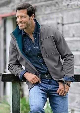 giacca grigio scuro con jeans