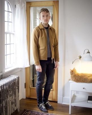Trend da uomo 2020: Metti una giacca harrington marrone chiaro e jeans aderenti blu scuro per vestirti casual. Sneakers basse in pelle nere sono una gradevolissima scelta per completare il look.