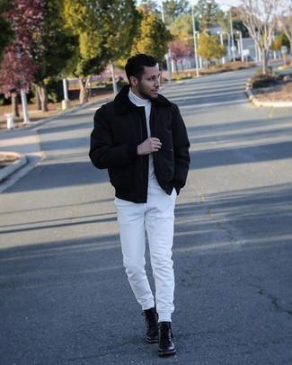 Trend da uomo 2021: Abbina una giacca harrington nera con pantaloni sportivi bianchi per affrontare con facilità la tua giornata. Indossa un paio di stivali casual in pelle neri per dare un tocco classico al completo.