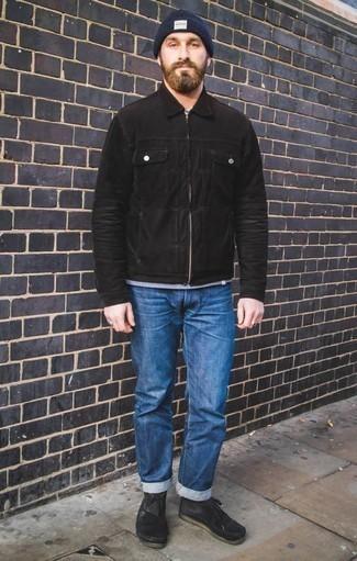 Come indossare e abbinare una berretto blu scuro: Abbina una giacca harrington nera con una berretto blu scuro per una sensazione di semplicità e spensieratezza. Sfodera il gusto per le calzature di lusso e prova con un paio di chukka in pelle scamosciata nere.
