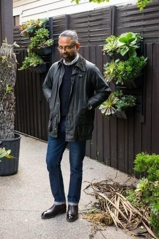 Come indossare e abbinare una giacca leggera grigio scuro: Combina una giacca leggera grigio scuro con jeans blu scuro per vestirti casual. Lascia uscire il Riccardo Scamarcio che è in te e scegli un paio di stivali chelsea in pelle bordeaux per dare un tocco di classe al tuo look.