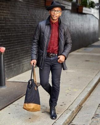 Trend da uomo 2020: Coniuga una giacca leggera trapuntata nera con jeans neri per un look spensierato e alla moda. Indossa un paio di stivali casual in pelle neri per dare un tocco classico al completo.