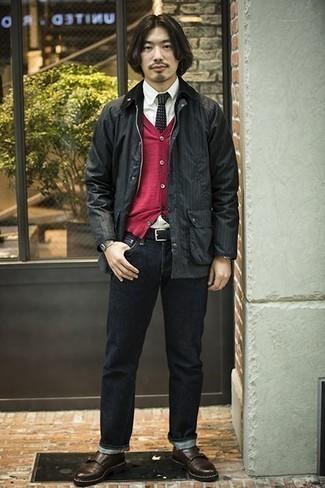 Come indossare e abbinare un cardigan rosso: Per creare un adatto a un pranzo con gli amici nel weekend prova ad abbinare un cardigan rosso con jeans blu scuro. Mettiti un paio di scarpe double monk in pelle marrone scuro per dare un tocco classico al completo.