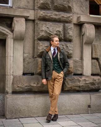 Come indossare e abbinare una cravatta a righe orizzontali multicolore: Scegli una giacca leggera verde scuro e una cravatta a righe orizzontali multicolore per essere sofisticato e di classe. Questo outfit si abbina perfettamente a un paio di scarpe brogue in pelle scamosciata marrone scuro.