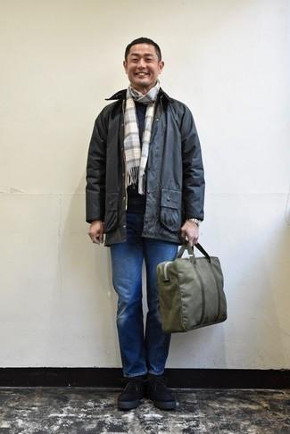 Come indossare e abbinare jeans blu con stivali neri (136