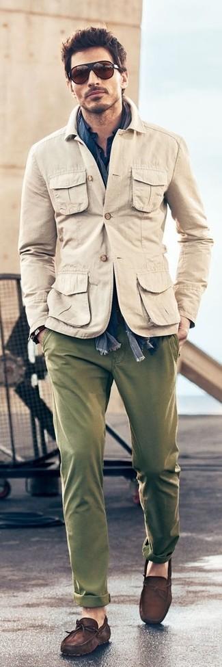 Come indossare e abbinare una giacca militare marrone chiaro
