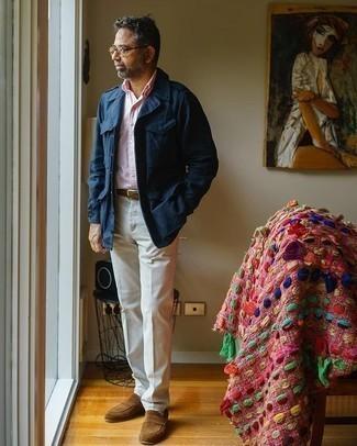 Come indossare e abbinare calzini bianchi: Potresti combinare una giacca militare blu scuro con calzini bianchi per un look comfy-casual. Lascia uscire il Riccardo Scamarcio che è in te e mettiti un paio di mocassini eleganti in pelle scamosciata marroni per dare un tocco di classe al tuo look.
