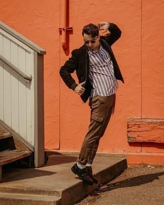 Come indossare e abbinare scarpe double monk in pelle nere: Mostra il tuo stile in un giubbotto bomber in pelle scamosciata marrone scuro con pantaloni cargo marroni per vestirti casual. Scegli uno stile classico per le calzature e mettiti un paio di scarpe double monk in pelle nere.