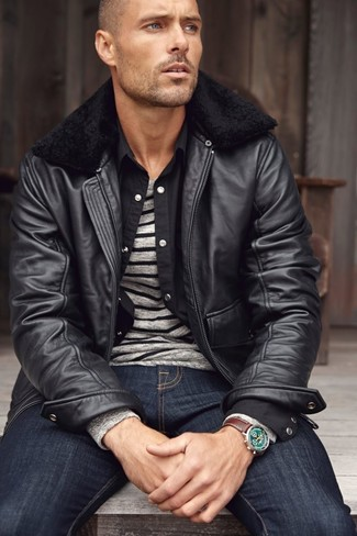 Come indossare e abbinare una camicia a maniche lunghe nera: Potresti combinare una camicia a maniche lunghe nera con jeans blu scuro per affrontare con facilità la tua giornata.