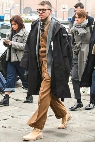 Come indossare e abbinare un impermeabile nero: Potresti combinare un impermeabile nero con pantaloni eleganti marrone chiaro per una silhouette classica e raffinata Per distinguerti dagli altri, scegli un paio di scarpe sportive marrone chiaro.