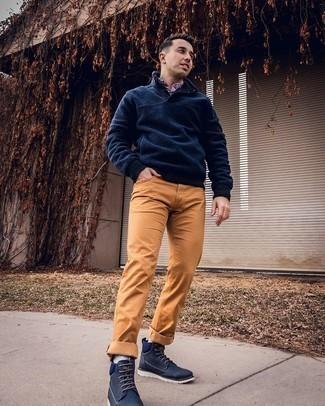Come indossare e abbinare calzini azzurri: Combina un maglione a collo alto con bottoni di pile blu scuro con calzini azzurri per un outfit rilassato ma alla moda. Perché non aggiungere un paio di stivali casual di tela blu scuro per un tocco di stile in più?
